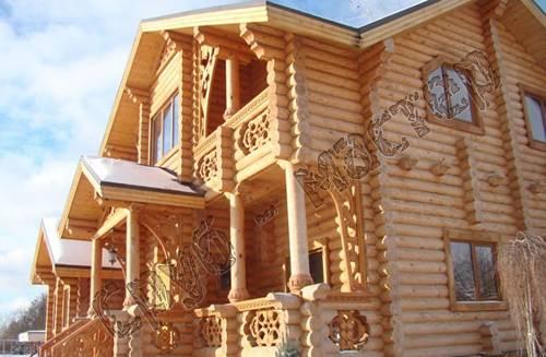 Резьбой деревянного дома